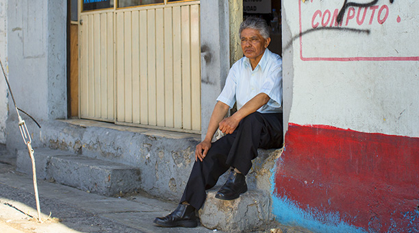 Eladío Castro García sitting on stairs in the street. Eladío has type 2 diabetes, Mexico